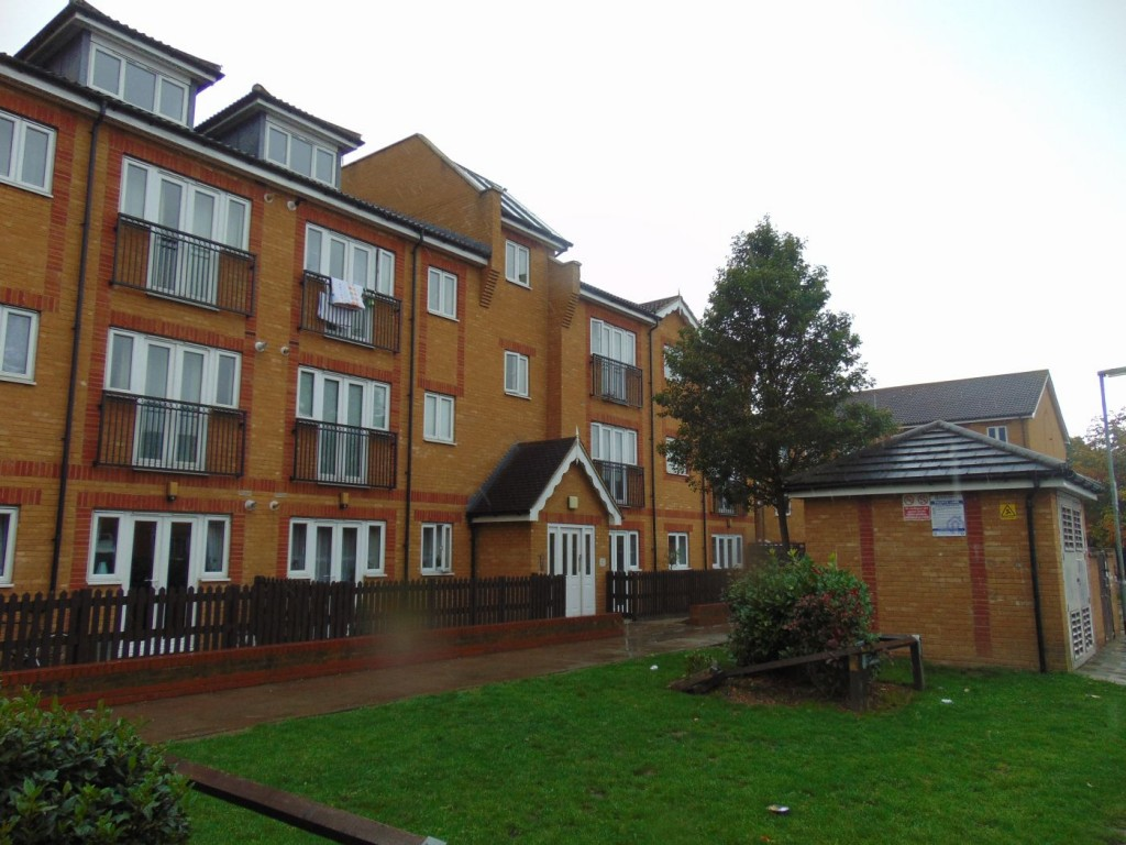 2-bed-flat-waltham-cross
