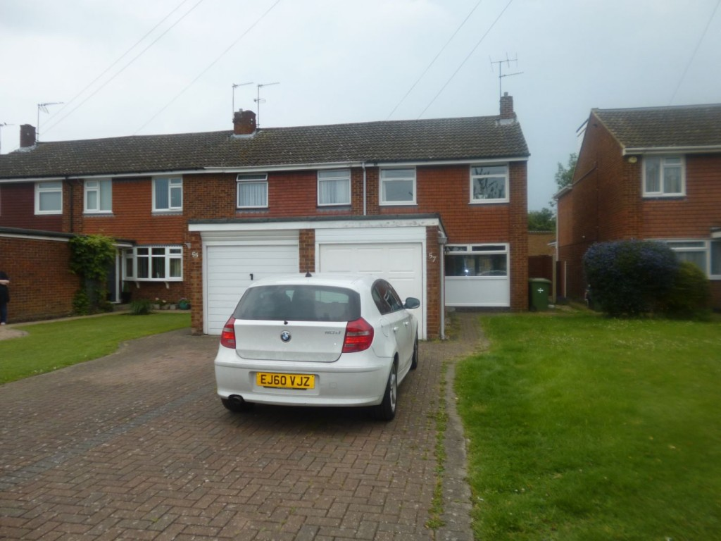 an-impressively-large-3-bedroom-family-house-with-garage
