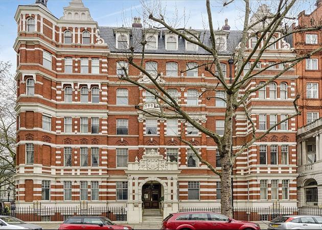 a-most-exquisite-2-bedroom-ground-floor-apartment-in-a-truly-sensational-location