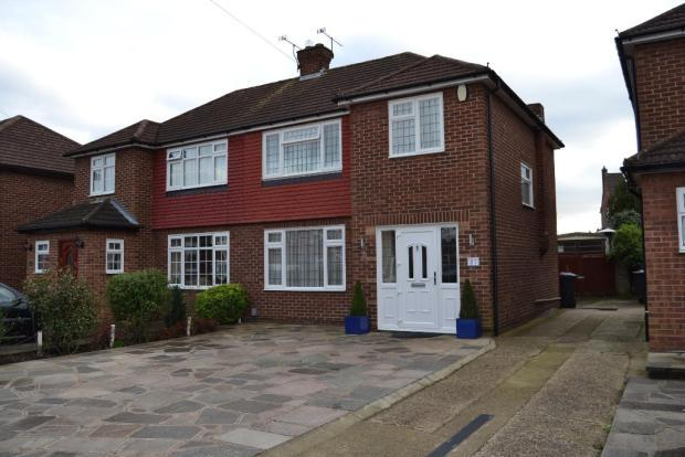 must-view-a-beautifully-presented-light-and-spacious-3-bedroom-semi-detached-house