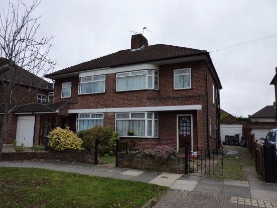 a-delightful-3-bedroom-semi-detached-house-in-sought-after-area