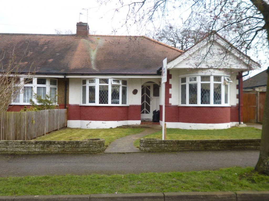 a-well-presented-3-bedroom-bungalow-located-in-a-desirable-location